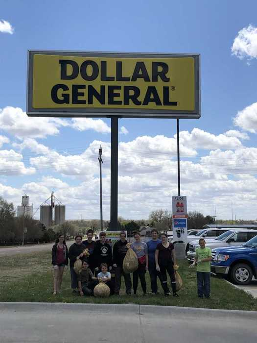 Hill City Junior High Students picked up trash at Dollar General and the City Park today. Thanks for making a difference in Graham County!